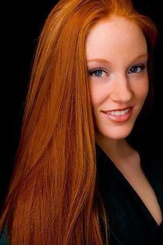 Gorgeous Ginger Frm Gabriela Vicalvi's bd: Redhead club =)