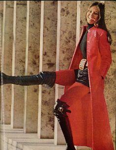 Bill Blass coat in Vogue. Shot by Jack Robinson Seventies Fashion, 70s Fashion, Fashion History, Fashion Photo, Vintage Fashion, Fashion Tips, Fashion Fall, Top Fashion Magazines, Dedicated Follower Of Fashion