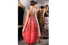 En backstage du défilé haute-couture Christian Dior printemps-été 2013 http://www.vogue.fr/beaute/en-coulisses/diaporama/en-backstage-du-defile-haute-couture-christian-dior-printemps-ete-2013/11448/image/677896#6