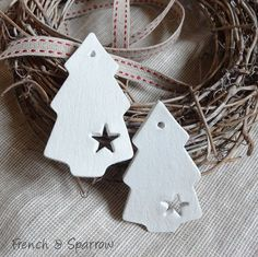 Simple Christmas Tree Clay Tags Ornaments (copy with salt dough) Clay Christmas Decorations, Christmas Clay, Christmas Makes, Christmas Projects, Winter Christmas, Christmas Tree Ornaments, Holiday Crafts, Christmas Holidays, Simple Christmas