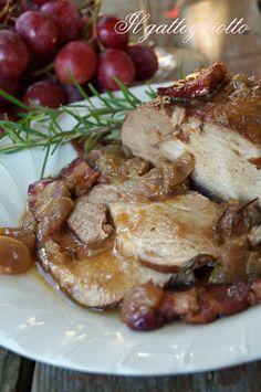 Arrosto di maiale con pancetta e uva rossa
