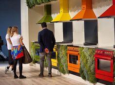Para todos os gostos #inspiracaododia #arquitetura #decoracao #living #cinzas #contemporaneo #madeira #couro #tecido #arvores #combinacao #architecture #art #design #interiores #artist #gmendesarq #classic #moderno #tendencia #newyork #milano #milan #isaloni2016 by gabrielamendesarquitetura