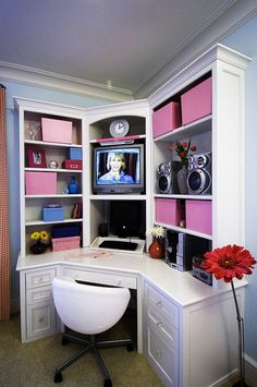 Love the tv in the small office desk for small bedroom/office/sewing room.