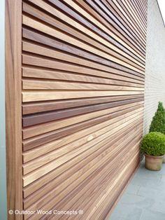 free willy hout - Google zoeken Cedar Cladding, House Cladding, Exterior Cladding, Facade House, Privacy Fence Designs, Timber Screens, Wood Facade, Garden Doors, Modern Garden Design