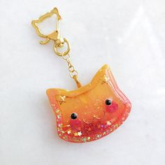 Adorable kitty face shaker charm for cat lovers out there! Cat Lover Gifts, Cat Gifts, Cat Lovers, Diy Resin Art, Uv Resin, Ordinary Girls, Look At The Sky, Cute Embroidery, Resin Charms
