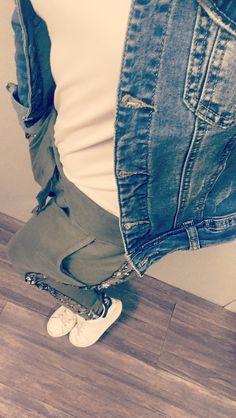 Keep relax - Stan Smith by Adidas - Jogging strass kaki Ma bohème - Veste en jean Ma bohème. Stan Smith, New Outfits, Jogging, Relax, Adidas, Pants, Fashion, Jean Vest, Rhinestones