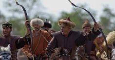 Hungarikum lett a IX-XI. századi Magyar Íj! Múlt hónap végén újabb értékes tétellel bővült a hungarikumok sora. A magyar hagyományőrzőknek kedves, Őseink által félelmetes fegyverként használt merevszarvú visszacsapó – más néven – szarus reflex íj bekerült a… KURULTAJ.HU