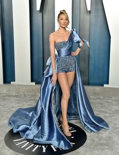 Candice Swanepoel Dons Super-Short Shorts for Vanity Fair Oscar Party Photo Candice Swanepoel has legs for days! The Victoria's Secret Angel donned a a pair of super-short blue shorts paired with a dramatic train as she stepped… Glam Dresses, Red Carpet Dresses, Elegant Dresses, Pretty Dresses, Beautiful Dresses, Fashion Dresses, Couture Dresses, Vanity Fair Oscar Party, Looks Chic