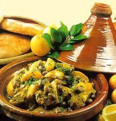 Tajine poulet citrons confits olives Faites dorer les cuisses de poulet dans un tajine avec un filet d'huile d'olive...Laissez mijoter 2h... Servez avec de la semoule
