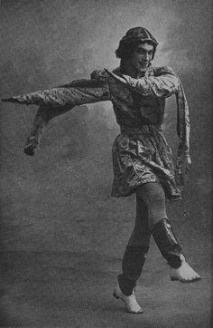 Vaslav Nijinsky in Festin - Photograph from Nijinsky by Romola Nijinsky, His Wife - published in 1934 Vintage Photographs, Vintage Images, Mikhail Baryshnikov, Male Ballet Dancers, Nureyev, Russian Ballet, Black And White Portraits, Dance Photography, Paris