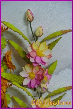 Arranjo Gazania feito na estrela show com folhas no lirio São josé Arranjo de calandra e folhas copo de leite Arranjo feito com fr...