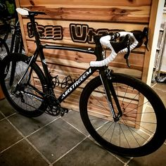 #free_wheels_shop #airstreeem #airstreeembikes #campagnolo #custombike #rennrad airstreeem air one custom bike with campagnolo record eps