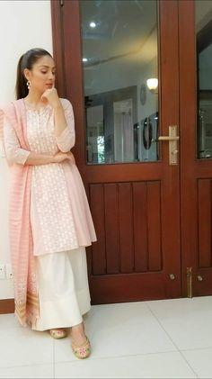 Simple Pakistani Dresses, Pakistani Fashion Casual, Pakistani Bridal Dresses, Pakistani Dress Design, Pakistani Outfits, Indian Dresses, Stylish Dresses, Simple Dresses, Casual Dresses