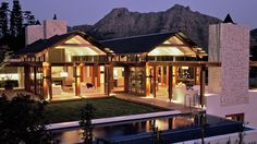 Paolo Deliperi a Cape Town South African architect designs the most incredible houses in steel and wood and takes advantage of the beutiful South African scenery