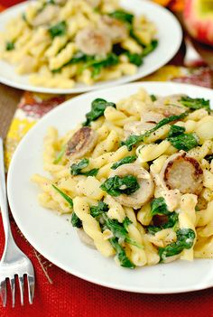 Apple Chicken Sausage Pasta Minute Meal) - Iowa Girl Eats Sweet Apple Chicken Sausage Pasta easy, nutritious, and ready in about 20 minutes! Chicken Sausage Recipes, Chicken Apple Sausage, Sausage Meals, Sausage Casserole, Pasta With Chicken Sausage, Breakfast Casserole, Cooking Recipes, Healthy Recipes, Cooking Tips