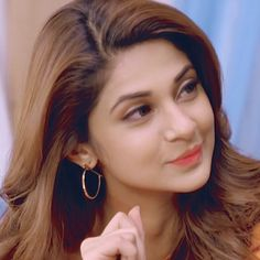 Attitude over loaded😍😍 Indian Tv Actress, Best Actress, Indian Actresses, Actors & Actresses, Jennifer Winget Beyhadh, Jennifer Love, Girls Dpz, Bollywood Actors, Her Smile