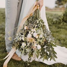 This bouquet by @wildflowerscoromandel. #soromantic See more of this swoon worthy coastal chic coromandel wedding inspo up on the blog! Check it out at 🔗 www.paperandlace.com (link in profile) ♥ Photography by @cs_photography_nz Drone Photography by Wedding Wings Styling by @dooleystreetstyling Hair + Makeup by @nzmakeupgirl Flowers by @wildflowerscoromandel Cake by @sweetbitescakes1 Stationery by @paperrosestationery Venue at Orua Beach House Dress by @sally_eagle_bridal from @thehav...