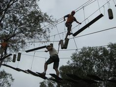Arvorismo que termina em tirolesa é um dos esportes que podem ser praticados em Brotas, a capital paulista do turismo de aventura