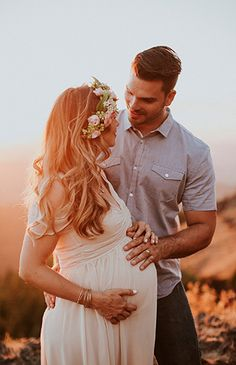 Mountain Maternity Photos at Sunset - Inspired by This Maternity Poses, Maternity Portraits, Maternity Styles, Maternity Photo Shoot, Couple Maternity, Fall Maternity Photos, Maternity Hair, Natural Maternity Photos, Summer Maternity