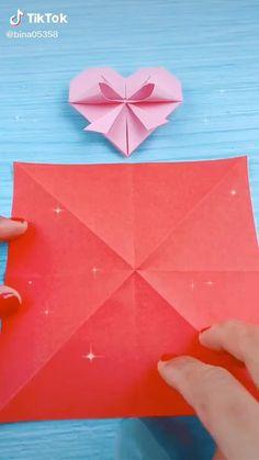 Cool Paper Crafts, Paper Crafts Origami, Diy Paper, Diy Crafts Hacks, Diy Crafts For Gifts, Crafts For Kids, Instruções Origami, Origami Videos, Easy Christmas Crafts