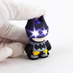 2016 новое поступление супергероя бэтмена из светодиодов брелок фонарик подвеска брелок симпатичные фигурки брелоки холодный подарок ZKBMBS