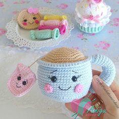 Tea cup amigurumi free pattern - Turkey Pattern - Amigu World Crochet Food, Crochet Dolls, Turkish Pattern, Mini Stockings, Loom Knitting, Handmade Toys, Crafts To Make, Crochet Projects, Sewing Crafts