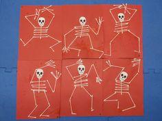 Petits squelettes avec Q-Tips , 15 complets et 6 coupés en deux. Colle blanche.