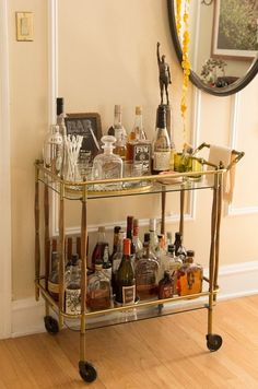 Hillary & Michael's Refined Roost House Tour-- I absolutely adore bar carts! Bar Trolley, Drinks Trolley, Bar Drinks, Bar Cart Styling, Bar Cart Decor, Bar Design, House Design, Liquor Cart, Bandeja Bar