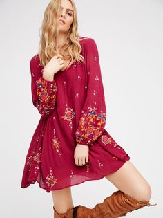 Oxford Mini Dress | Boho inspired V-neck flowy swing dress with beautiful embroidery detailing and hip pockets. Opening in back with an elastic band and long sleeves with elastic cuffs. Lined.
