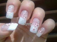 Uñas puntas blancas_decoración de flores