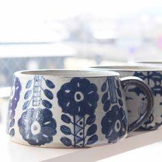 染付 スープマグ  とても使いやすいサイズのスープマグです  もちろん絵柄も可愛くテーブル上で映えます  #ヒヅミ峠舎 #陶器 #うつわ