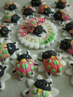 Ladybug Cake Pop Toppers by mimicafe Union http://mimicafeunion.blogspot.com