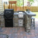 Outstanding small backyard outdoor kitchen ideas with stone design - Excellent modern Outdoor kitchens and sitting areas with counter space sinks refrigerators and barbecue grille