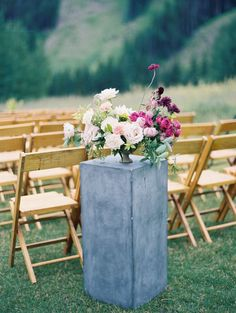 soulmate24.com Pink toned rose, ranunculus and dahlia wedding flowers: www.stylemepretty... Photography: Winsome and Wright -…