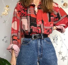 A collection of vintage shirts. Look 80s, Look Retro, Look Vintage, Retro Vintage, Hippie Outfits, Retro Outfits, Cute Casual Outfits, Vintage Outfits, Vintage Clothing Styles
