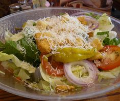 Make our Olive Garden Salad and Dressing Recipe at home tonight for your family. With our Secret Restaurant Recipe your Salad will taste just like Olive Garden's. Potato Recipes, Soup Recipes, Salad Recipes, Healthy Recipes, Chicken Recipes, Copycat Recipes, Dinner Recipes, Olive Garden Salad, Olive Garden Recipes