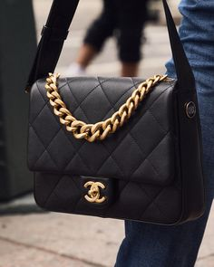 """Editorialist Magazine on Instagram: """"The search for your next iconic investment starts and ends with this chunky chained @chanelofficial flap bag 📲 DM to shop 📷 @aekholloway…"""""""