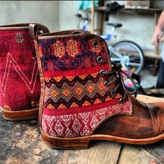 Saw a display of Teysha boots at ACL last weekend and I am OBSESSED.   Neutrals + pinks= Guate Boot perfection #Teysha