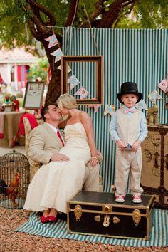 original ideas for a wedding animation, vintage photobooth frame Source by archzinefr Diy Wedding, Wedding Photos, Dream Wedding, Wedding Day, Wedding Reception, Vintage Photo Booths, Vintage Props, Photo Booth Backdrop, Photobooth Idea