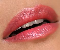 MAC Cremesheen Lipstick in Pretty Boy