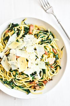 Kale and Pancetta Pasta with Lemon and Garlic, a quick and easy 30 minute meal full of Mediterranean flavors, the whole family will love this simple dinner! Garlic Recipes, Pork Recipes, Pasta Recipes, Vegan Recipes, Lemon Garlic Pasta, Garlic Kale, Lemon Spaghetti, Pasta Spaghetti, Kitchens