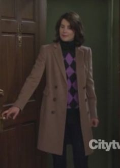 Robin's light brown coat over pink argyle sweater on How I Met Your Mother… Robin Scherbatsky, Cobie Smulders, Himym, How I Met Your Mother, Geeks, Going Out, Characters, My Style, Stylish