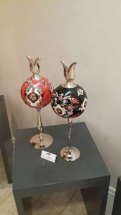Turkish Tiles, Pottery Designs, Paint Designs, Hand Blown Glass, Glass Ornaments, Traditional Art, Pomegranate, Ceramic Art, Handicraft