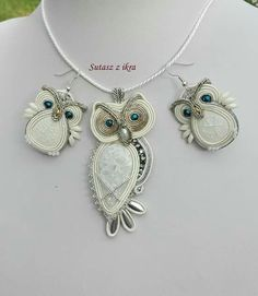 Owl Jewelry, Jewelry Crafts, Jewelery, Jewelry Accessories, Beaded Brooch, Beaded Earrings, Beaded Jewelry, Soutache Pendant, Soutache Necklace