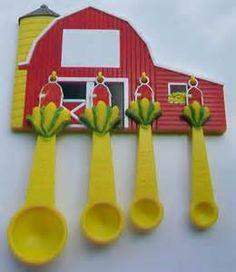 measuring spoons Cute Kitchen, Vintage Kitchen, Ears Of Corn, Vintage Love, Measuring Spoons, Magnets, Kitsch, Red, Barn