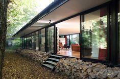 maison-verre-transparente-ossature-metallique