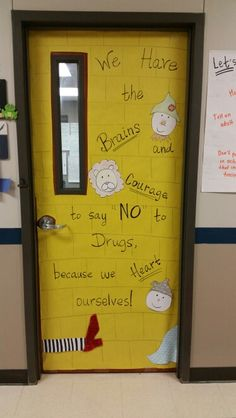 Wizard of Oz classroom door for Red Ribbon Week! #justsayno #redribbonweek #teacher #classroom #school Mrs. McDonald's classroom @ Velasco Elementary
