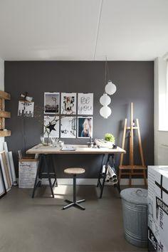 Inspirerende werkkamer: mooie kleurencombinatie, leuk zo'n bureau op schragen met een inspiration wall.