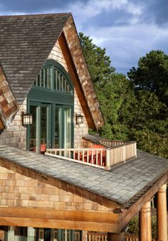Balcony design is very important for the look of the house. There are so many beautiful ideas for balcony design. Here are 19 of the best balcony design Attic Apartment, Attic Rooms, Attic House, Attic Bathroom, Attic Playroom, Upstairs Bedroom, Bathroom Kids, Apartment Design, Apartment Therapy