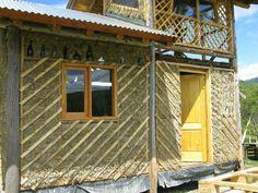 Botellas y barro. Construcciòn Natural en Mallín Ahogado, Patagonia.